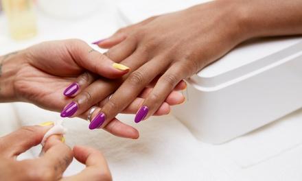 Pose de capsule en gel ou résine ou beauté des mains et/ou pieds avec vernis semi permanent dès 24,90€ chez Ébène Beauty