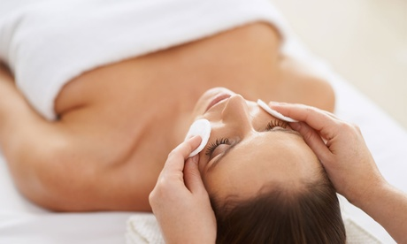 Tratamiento facial exprés o premium con opción a higiene facial desde 16,95 € enSpacio Telde