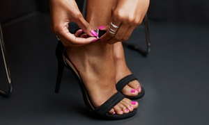 Centre Beauté Laval: 1 or 2 Shellac Mani-Pedis at the Centre Beauté Laval (Up to 67% Off)