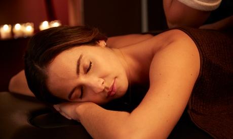 Masaje a elegir con opción a tratamiento adicional en Centro de Quiromasaje y Estética (hasta 75% de descuento)