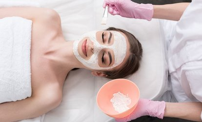 One Refreshing or Deluxe <strong>Facial</strong> at Tru' (Up to 62% Off)