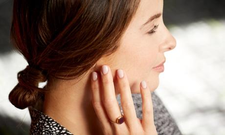 Manicura, depilación de cejas y labio superior con opción a pedicura e higiene facial desde 12,95 € en Golden Curls