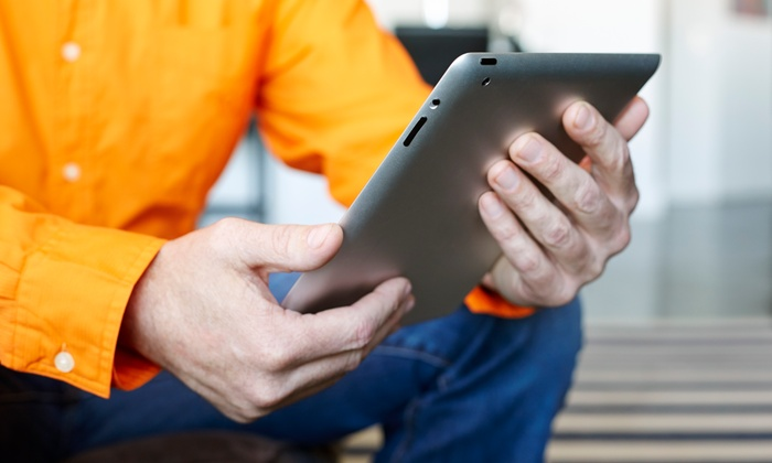 Wireless 4 Life - Midtown-East Sacramento: Screen Repair for iPod or iPad, or a Screen Protector at Wireless 4 Life (Up to 67% Off). Four Options Available.