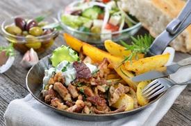 Taverna Greca Dioniso: Menu greco di carne o vegetariano con vino da Taverna Greca Dioniso (sconto fino a 73%)