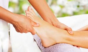 Praxis Körperwohl: 1x oder 2x 60 Min. Fußreflexzonenmassage inkl. Fußbad in Rosenblüten in der Praxis Körperwohl (bis zu 45% sparen*)