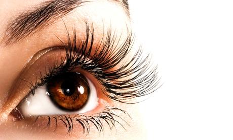 Extensión de pestañas pelo a pelo en ambos ojos con diseño y depilación de cejas desde 24,90 € en LookLashes Oferta en Groupon