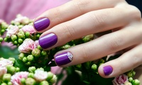 60 Minuten Maniküre inkl. Nagelverstärkung, UV-Nagellack und Getränk bei Alexandra Beauty & Nails (bis zu 57% sparen*)