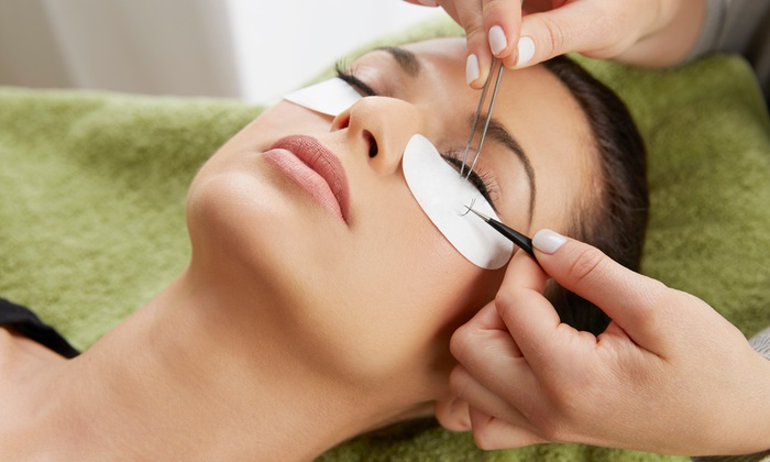 Maquillage Pro Beauty - Multiple Locations: Classic Eyelash Extensions with Option of Two Refills at Maquillage Pro Beauty (57% Off)