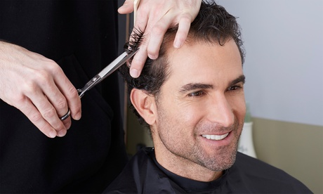 Peluquería para 1 o 2 hombres con corte, arreglo o afeitado de barba desde 5,90 € en Barbería Tattoo Nagore García Oferta en Groupon