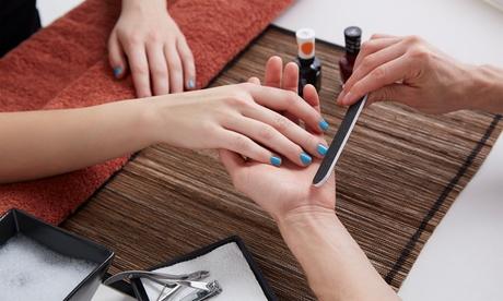 2 sesiones de manicura y/o pedicura con esmalte normal o semipermanente desde 12,95 € en Centro Estética de Ana Serrano