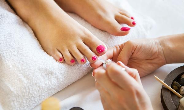 Pedicure spa z malowaniem paznokci i więcej od 59,99 zł i więcej opcji w Studiu Kosmetyki i Masażu Margo