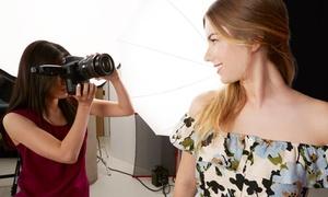 Foto Studio Labor: Shooting fotografico in studio con 150 foto e cambio abito per una o 2 persone da Foto Studio Labor (sconto fino a 90%)