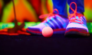 Huizen: glow-in-the-dark minigolf