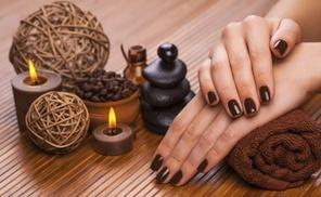 LH0- nails-chic: Pose de vernis permanent sur ongles naturels ou french blanche ou couleur dès 14,90 € chez Nails Chic