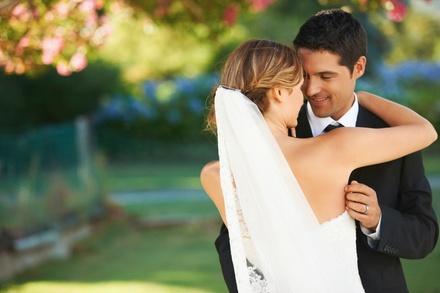 1h de Shooting pour jeune mariée en extérieur à 39,99 € avec la photographe Julie Alberti