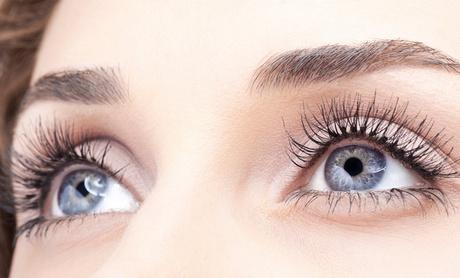 Tratamiento de cejas y pestañas con tinte y diseño y opción a facial y masaje desde 14,90 € en Ana victoria Góngora