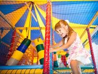 Toegang binnenspeeltuin met lekker ijsje voor de kindjes vanaf 7,50€ voor 2 personen bij Fun4Kidz.