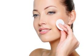 Centro Estetico La Fenice: Una, 3 o 6 pulizie del viso e uno o 2 trattamenti viso specifici (sconto fino a 83%)