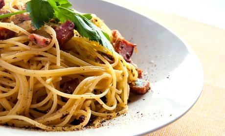 Menú para 2 o 4 con entrante, principal, postre, bebida y opción a botella de lambrusco desde 15,90 € en È Locorotondo