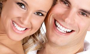DENTAL WHITE: Uno o 2 impianti dentali in titanio con sbiancamento LED da Dental White (sconto 82%).