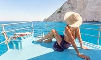 Paseo en barco, picoteo y bebida para hasta 9 personas durante 3 o 4 horas desde 245 € en Escola Náutica El Pirata