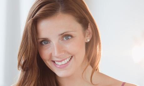 Limpieza bucal y revisión con opción a 1 o 2 sesiones de blanqueamiento dental led desde 9,95 € en Bormujos Dental