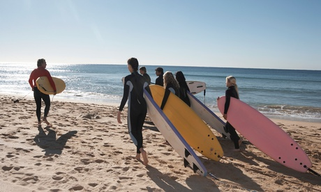 3 horas de clases de surf o bodyboard para 1, 2 o 4 desde 19,90 € en La Wave Surf School
