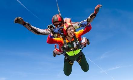 Bon d'achat de 90, 180 ou 360 € à valoir sur saut en parachute pour 1, 2 ou 4 pers. dès 19,99 € chez Skydive Cerfontaine