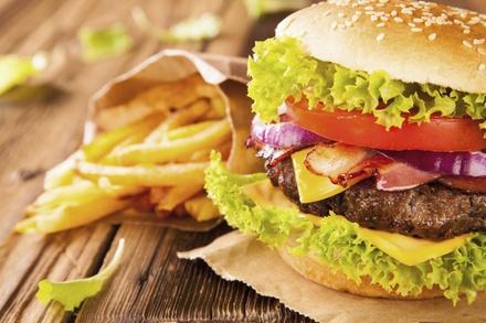 Burger naar keuze incl. friet en salade voor 24 personen bij Grand Café Hofplein in Leiderdorp