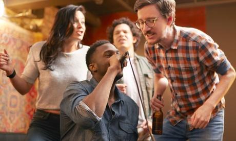 Cóctel o copa, aperitivos y canciones para cantar en el karaoke para 2, 4, 6 u 8 desde 6,95 € en Karaoke Feeling's Oferta en Groupon