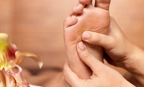 1 o 3 sesiones de reflexología podal desde 9,90 € con tratamiento de masaje con presiones en camilla