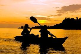 Tnt Aventura: Paseo en canoa por el Guadalquivir y picnic para dos o cuatro personas desde 19,95 €