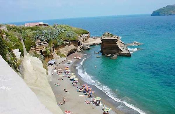 Andare al mare nel lazio le 5 spiagge pi belle for Mangiare vicino al giardino di ninfa