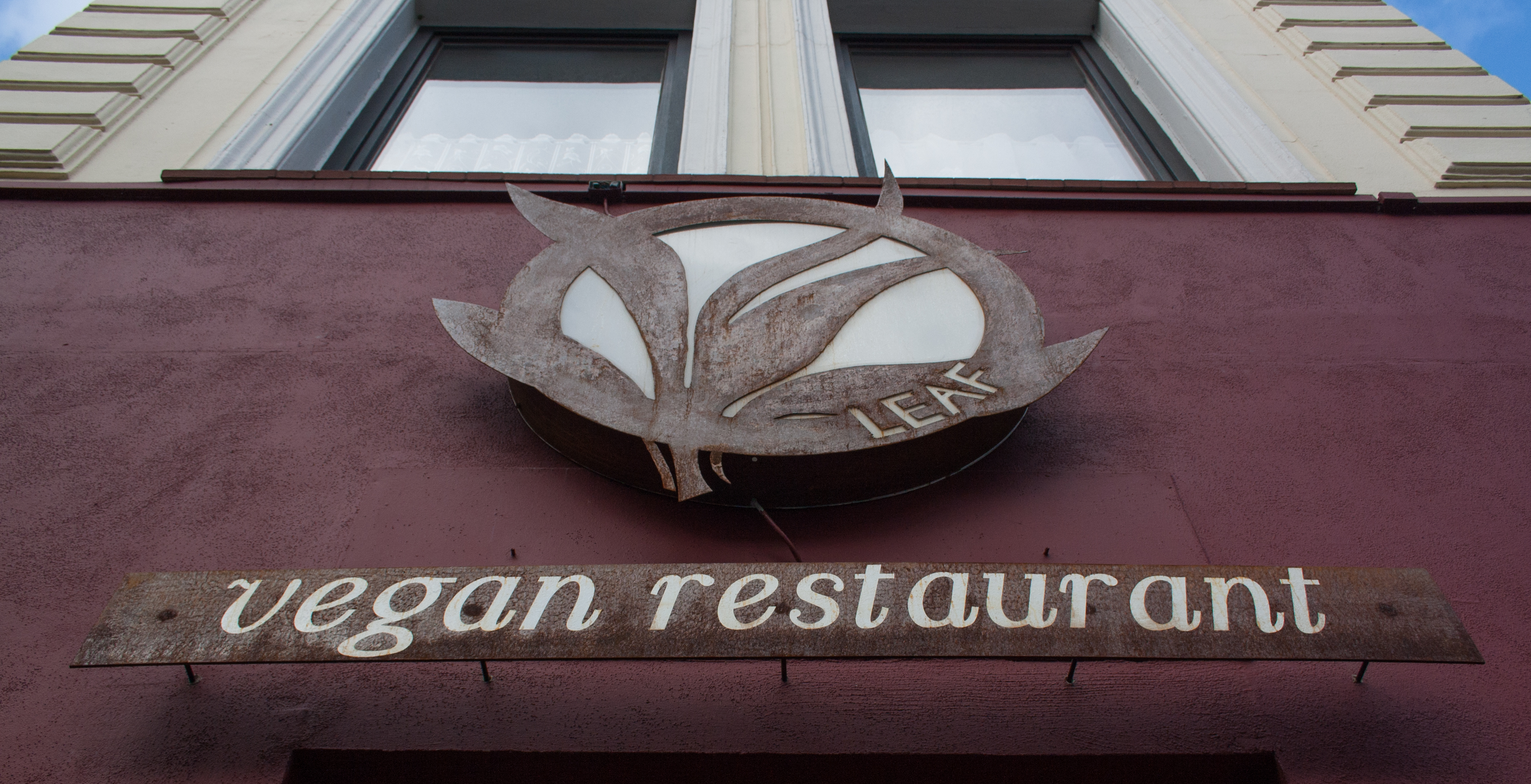 veganes restaurant hamburg das leaf in altona. Black Bedroom Furniture Sets. Home Design Ideas