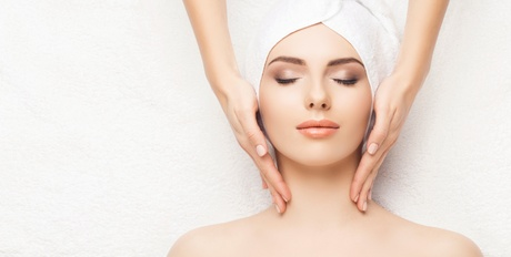 One or Two 50-Minute Ultimate Contouring Facials at La Bella e Famosa Spa (Up to 74% Off)