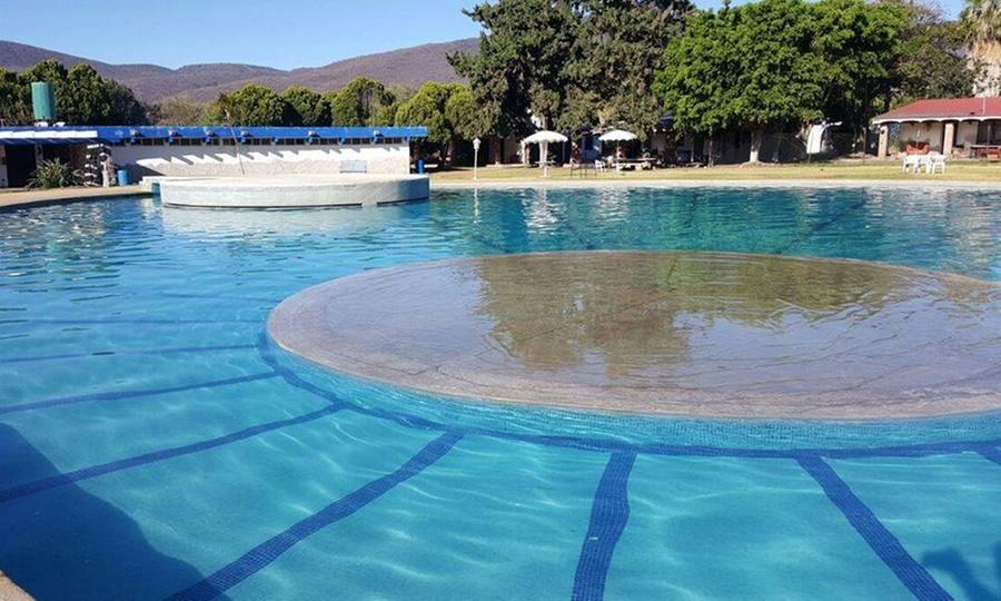 Club Privado Roca Azul: Pase por 1 día a asadores + juegos + regaderas + alberca para uno, dos, cuatro u ocho en Club Privado Roca Azul
