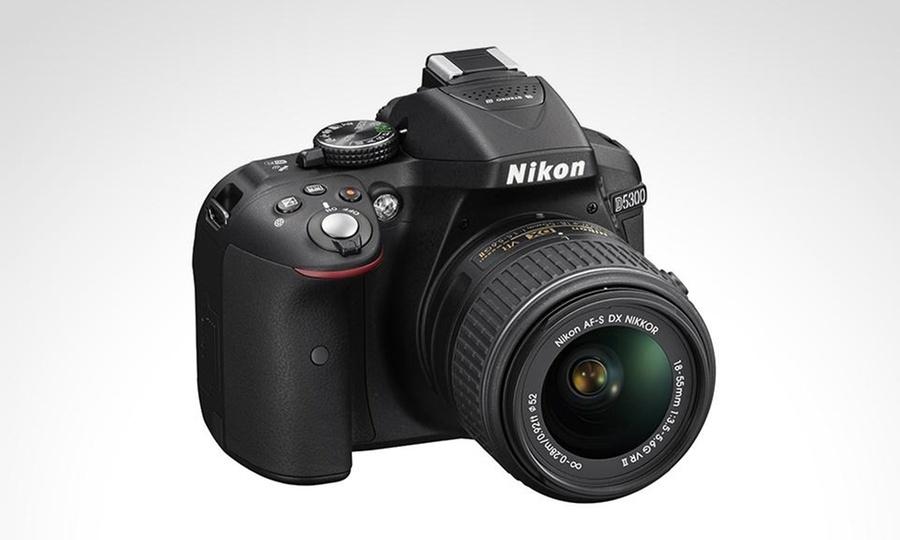 Groupon Shopping: Cámara reflex Nikon D5300 + lente 18-55 mm. Incluye despacho