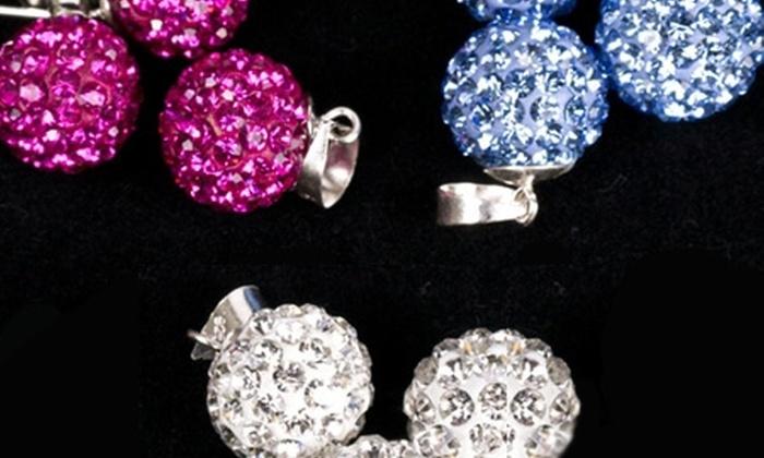 Groupon Shopping (conjunto aros + colgante cristales): $9.990 en vez de $20.390 por conjunto de colgante + aros con cristales austriacos de Joyas Steger Line con despacho. Elige el color