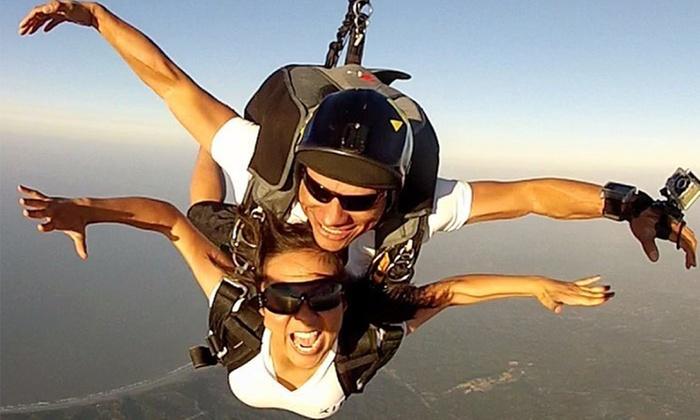 Xielo ParacaidismoS.A.S: $540.000por salto en paracaídas + video + fotos con Xielo Paracaidismo S.A.S
