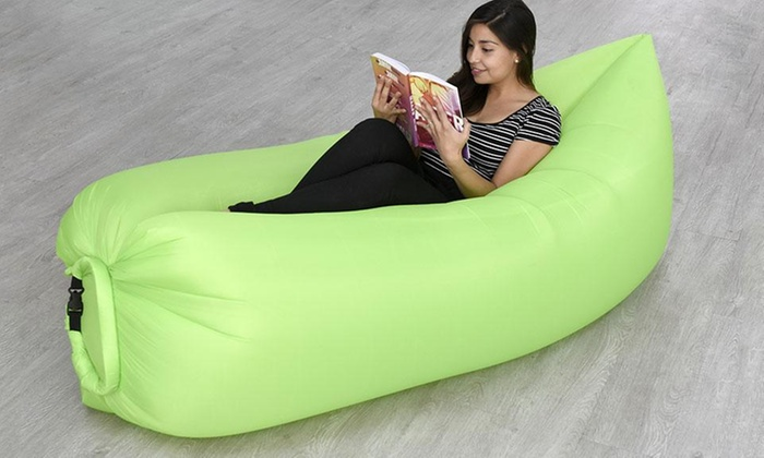 Groupon Shopping: Sofá inflable para el aire libre en color a elección. Incluye despacho