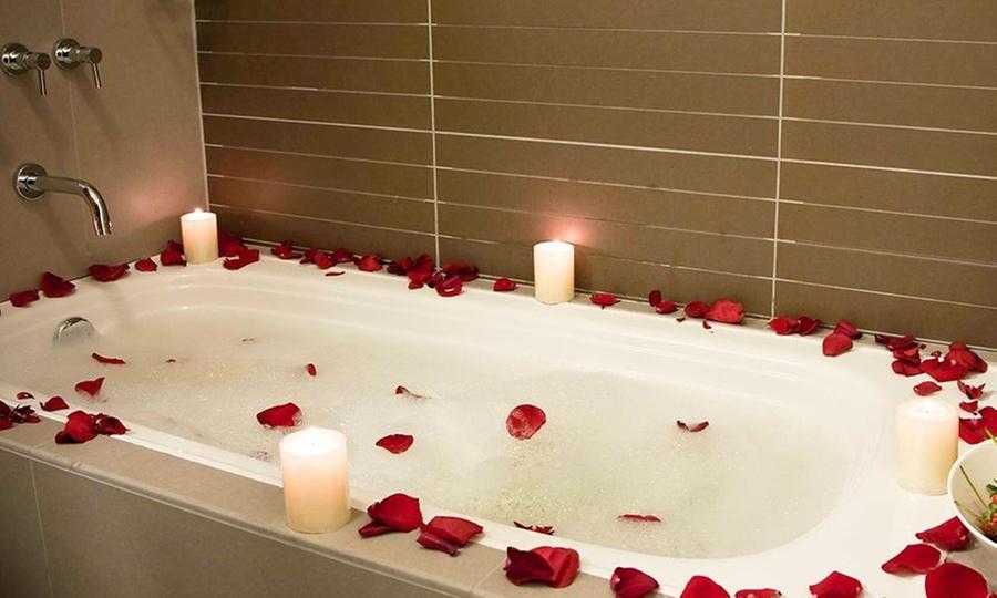 Allpa hotel suites groupon del d a groupon - Decoracion noche romantica ...