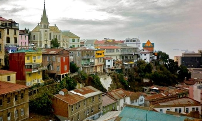 Victoria Hostal - Victoria Hostal: Paga desde $25.200 por 1 o 2 noches para dos en habitación matrimonial + desayuno en Victoria Hostal, Valparaíso. Elige día