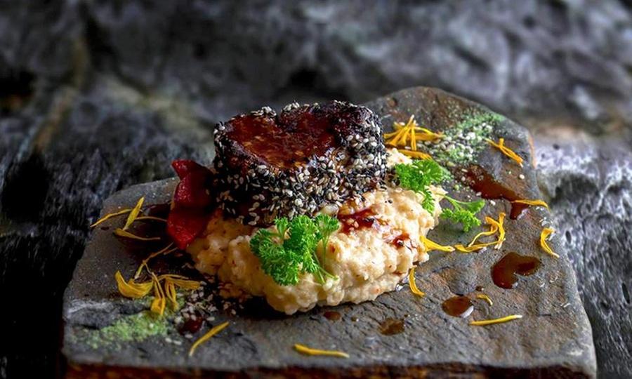 Restaurant Zully: Almuerzo o cena premium completa para dos con entrada +fondos + postre + aperitivoen Restaurant Zully