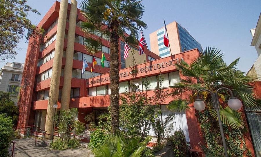 Panamericana Hotel Providencia: 1 o 2 noches para dos + trago + late check out + cena de bienvenida en Panamericana Hotel Providencia
