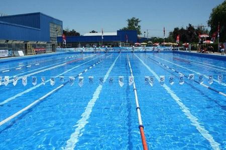 Club Recrear: Escapa de la arena: $3.600 en vez de $7.900 por entrada general con acceso a piscinas en Club Recrear. Elige sede