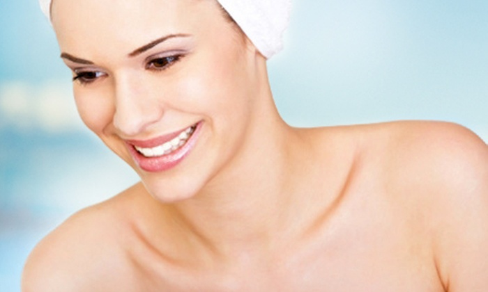 Acqua Beauty Center - Acqua Beauty Center: Paga desde $22.000 por 1 o 2 visitas de rejuvenecimiento facial en rostro, cuello y papada que incluyen microdermoabrasión + máscara + thin system + nutrición en Acqua Beauty Center