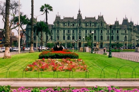 Groupon Travel (Lima): Lima: paga desde $239.000 por persona por 3 noches para dos en Hotel Monte Real + desayuno + aéreos