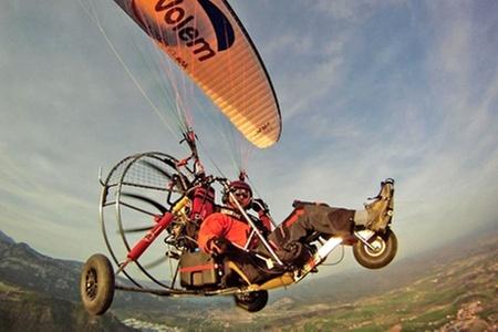Aventura en Parapente: $25.000 en vez de $65.000 por experiencia en parapente con motor biplaza + clase instructiva con Vuela en Parapente