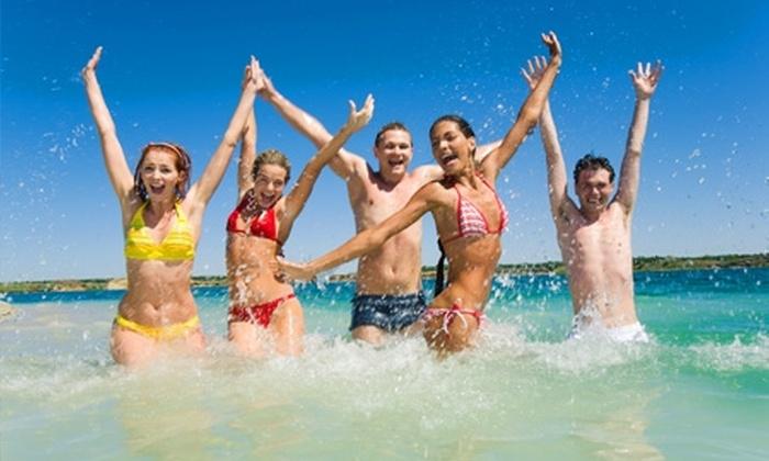Groupon Travel (Búzios): Búzios: 4, 5, 6 o 7 noches para dos pagando desde $299.000 por persona en posada a elección + desayuno + traslados + paseo en barco + aéreos