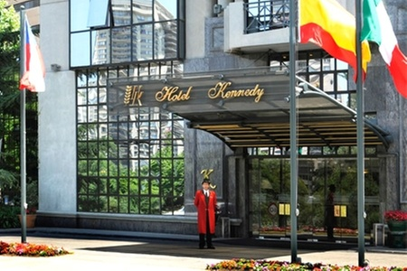 Hotel Kennedy: Escapada romántica en Santiago: $69.570 en vez de $154.600 por noche para dos + desayuno + crédito para restaurante en Hotel Kennedy 5 estrellas
